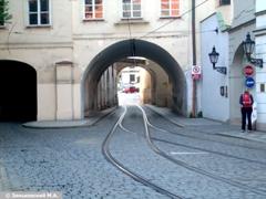Прага Трамвайны линии встречных направлений сходятся в одну