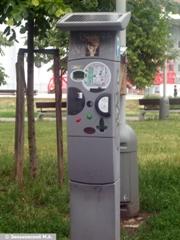 Прага. Автомат для оплаты автопарковки, работает на солнечных батареях