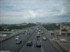 Автомобили в Праге двигаются строго по полосам
