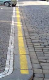 Желтая линия разметки