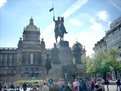 Памятник Святому Вацлаву на Вацлавской площади в Праге