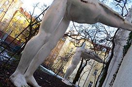 Памятник подхалимству